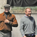 Arnie Hammer e Guy Ritchie sul set.