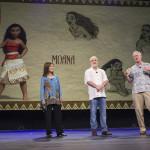 Osnat Shurer, Ron Clements, John Musker e, alle loro spalle, i bozzetti del personaggio di Moana