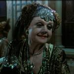 Eccentrica scrittrice di romanzi rosa in 'Assassinio sul Nilo' (1978)