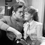 """Giovani e belli. Delon e Romy Schneider sul set de """"L'amante pura"""", 1958"""