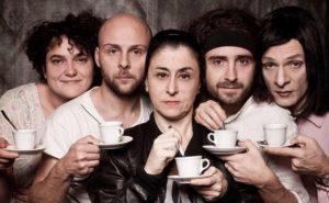 """Beatrice e il cast dello spettacolo teatrale """"Thanks for Vaselina"""""""