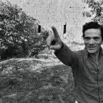 Pasolini a Chia, nel 1974, fotografato da Deborah Beer