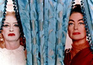 """Bette Davis e Joan Crawford in un'immagine promozionale del film """"Che fine ha fatto Baby Jane?"""""""
