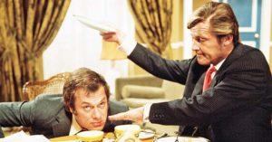 """Tony Curtis e Roger Moore sul set della serie tv """"Attenti a quei due"""""""