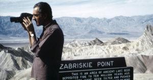 """Antonioni durante le riprese di """"Zabriskie Point"""""""